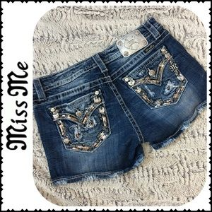 Miss Me Signature Jean Shorts Size 31